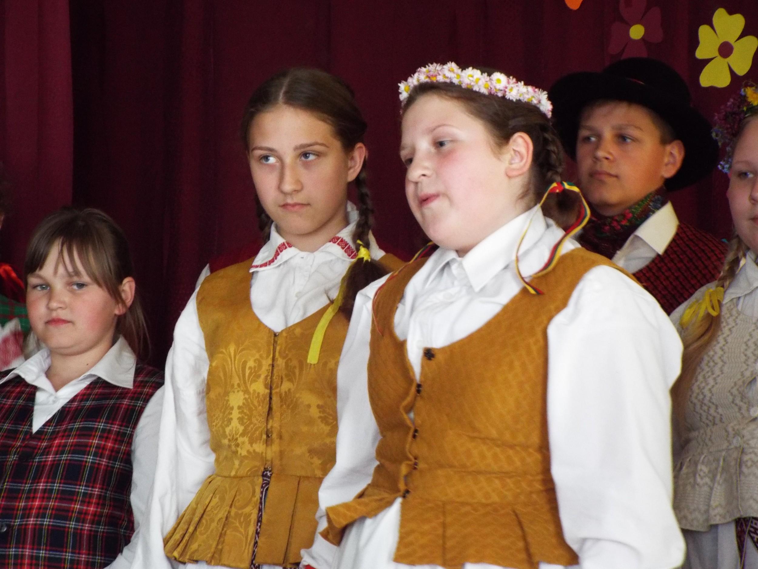"""Vaikų folkloro ansamblis """"Ratinėls"""" svečiavosi Guostagalyje"""